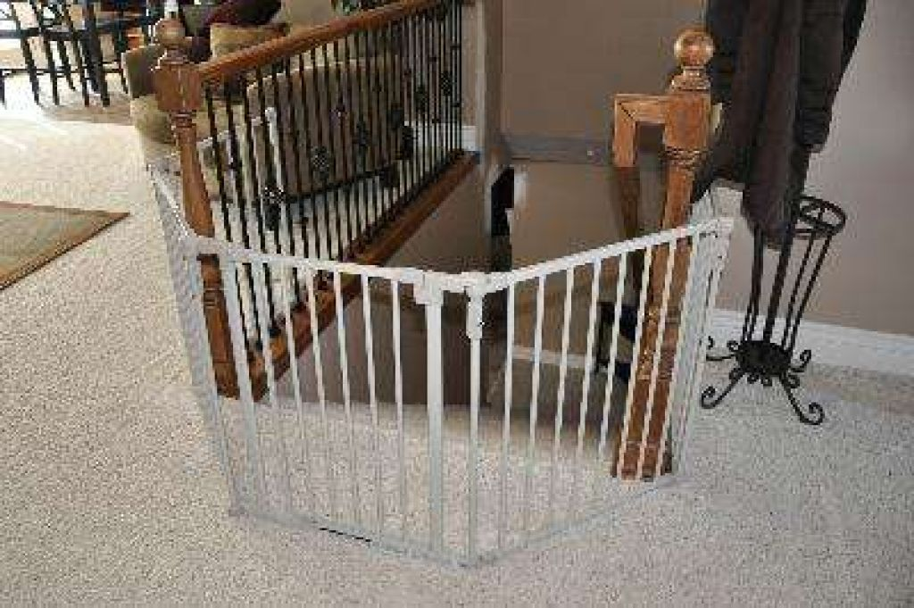 Child Safety Gates Benefits Buying Guide Amp Popular Brands